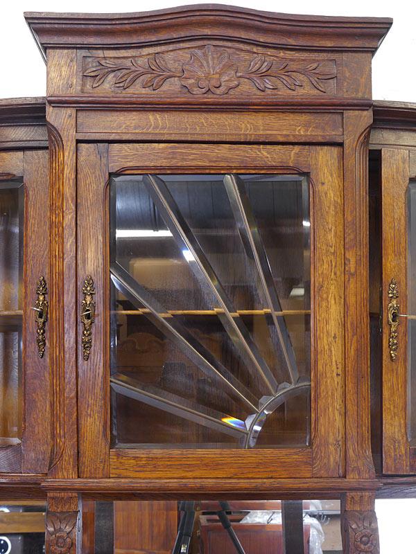 Detailansicht von der Glastür mit Facettenschliff