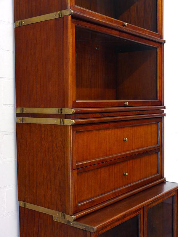 Filebinder mit Glas-Klapptür und Schubladen