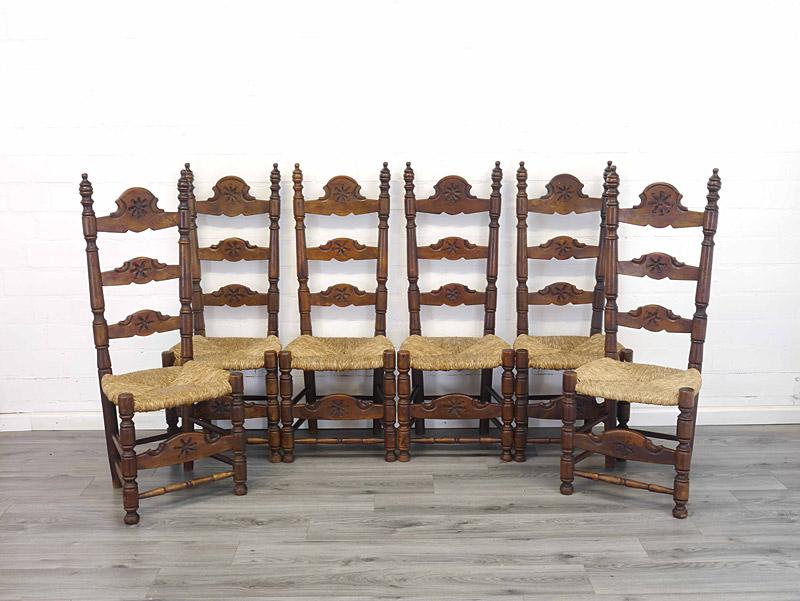 6 bäuerliche Stühle aus Eiche