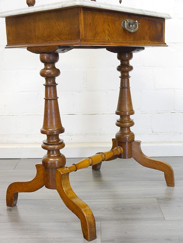 Detailansicht von den Tischbeinen