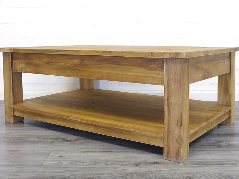Rückseite von dem Tisch