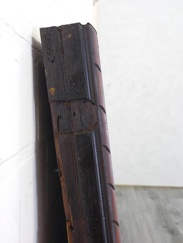 Holzrahmen mit altersbedingte Gebrauchsspuren